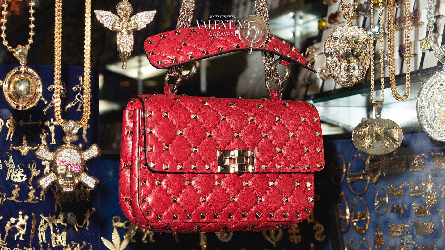 Valentino - Rockstud SpikeEclectic and chic, like you have always dreamedDiscover all videos