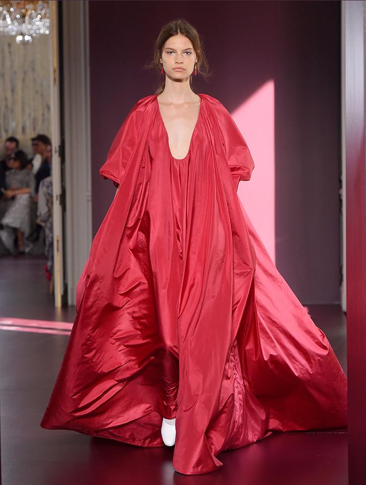 Valentino haute couture fall winter 2017 women 39 s for Haute couture