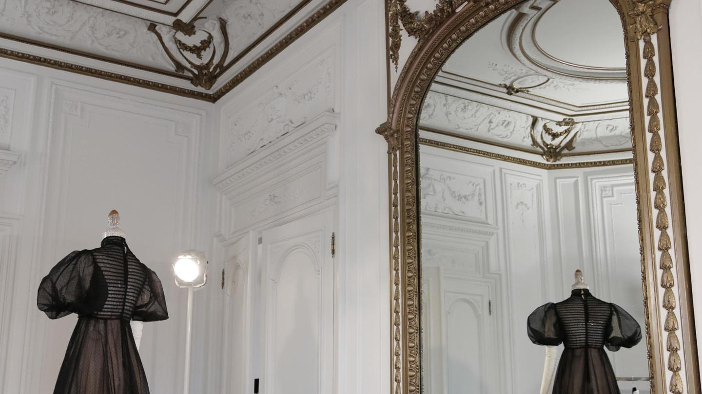 Valentino - BEAUTY BACKSTAGE AT THE MIRIABILIA ROMAEEnjoy insider's access