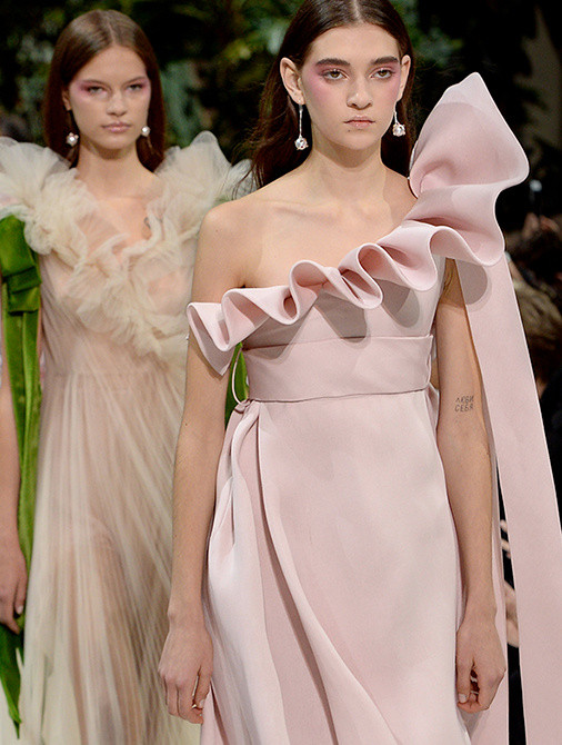 Valentino - Experience the show again