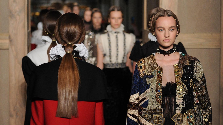 Valentino - Valentino Haute Couture Fall/Winter 2016-17Experience Valentino Haute Couture refined craftsmanshipDiscover the collection
