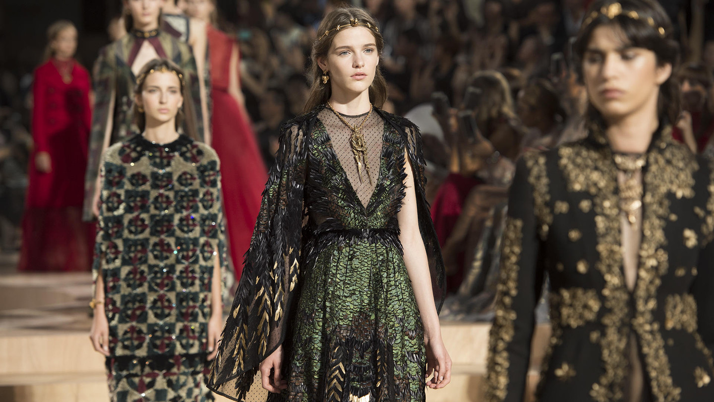Valentino - Mirabilia RomaeFall in love with the Haute Couture Fashion ShowDiscover the collection