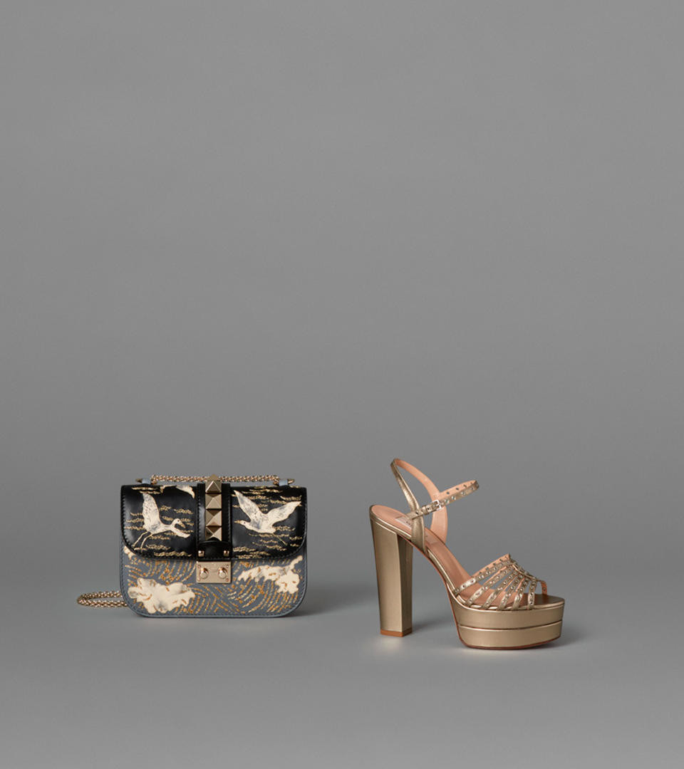 Valentino - FALL 2016 ACCESSORIESA BLENDING OF SIGNS AND CULTURES CREATES AN AUTHENTIC STYLISH GLOBETROTTERDiscover more
